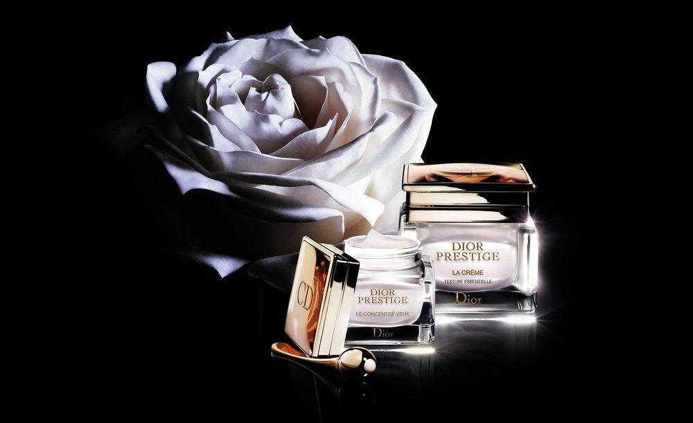Dior Prestige Eye Crème   קרם עיניים פנינתי מועשר בנקטר ורד גרנוויל, מגיע עם אפליקטור דו צדדי מצופה זהב להנחת ועיסוי הקרם, 826₪