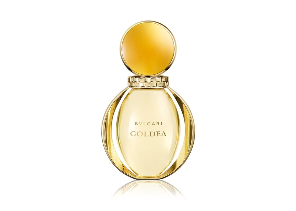 Bvlgary Goldea   בושם אוריינטלי בבקבוק דמוי תכשיט, עם תווי ריח של מאסק, פצ'ולי ויילנג יילנג. 549 ₪.