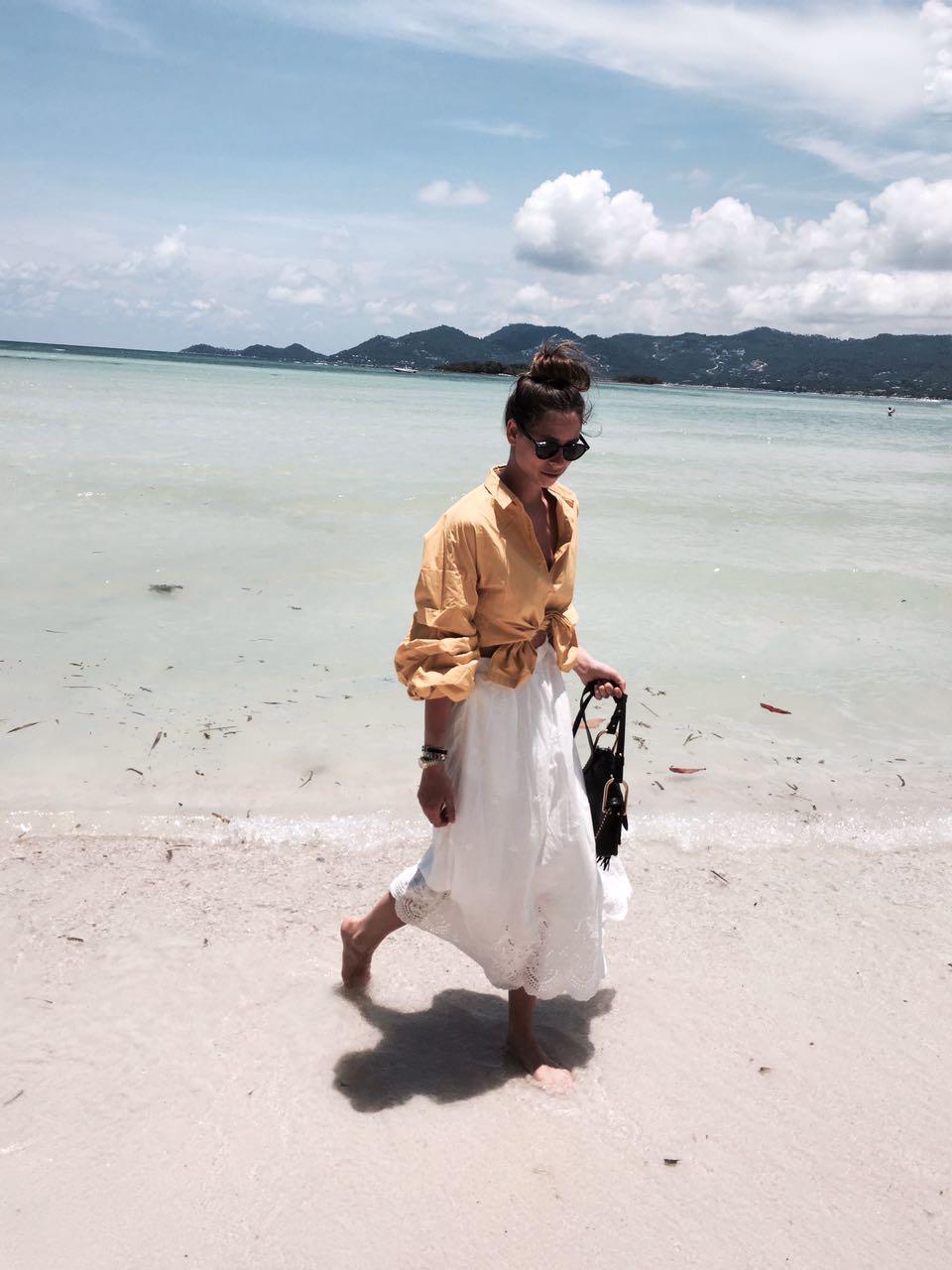 חצאיות וחולצות עשירות בד. רומי ספקטור, תאילנד
