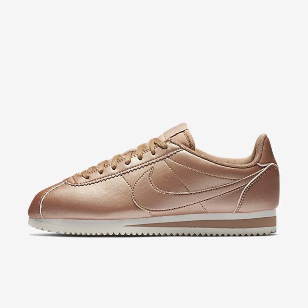 קורטז מטאלי ורוד נייקי classic-cortez-shoe.jpg