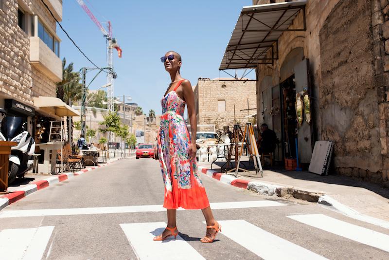 שמלה ומשקפי שמש - H&M, נעליים – קסטרו