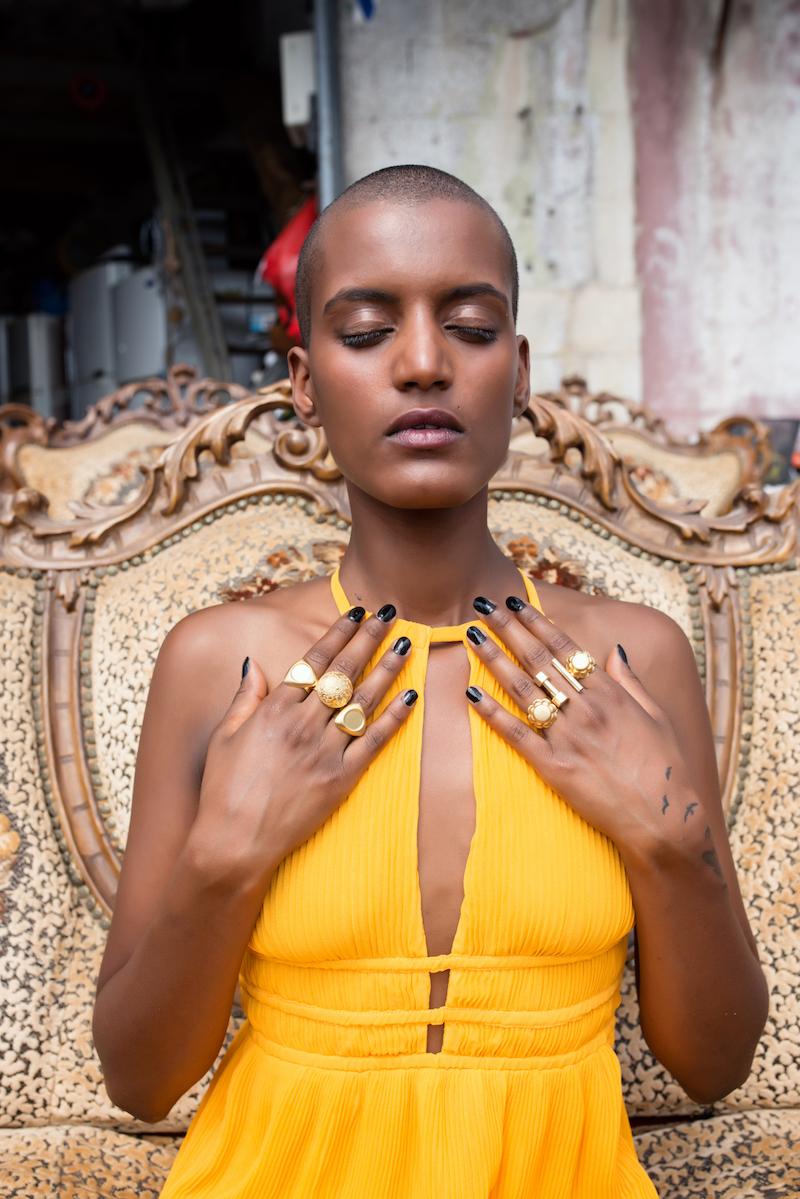 שמלה – H&M, טבעות - SAGA