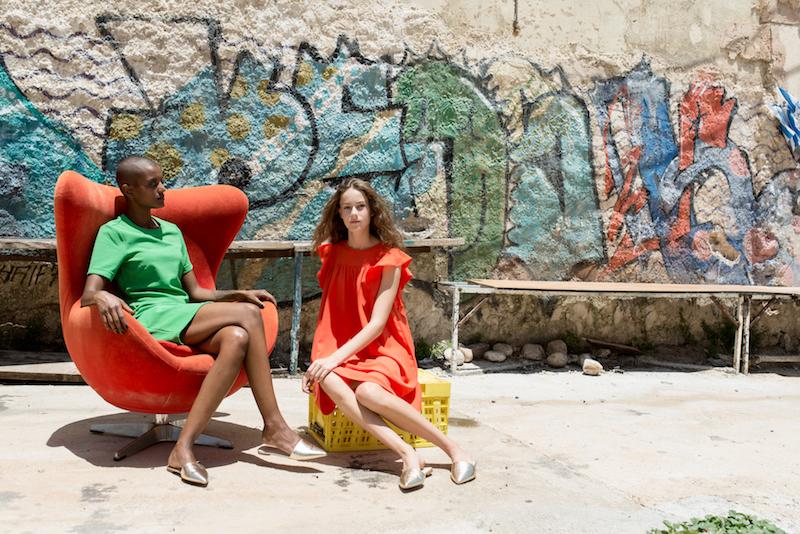 מימין: שמלה ונעליים - קסטרו, משמאל: שמלה - H&M, נעליים - קסטרו