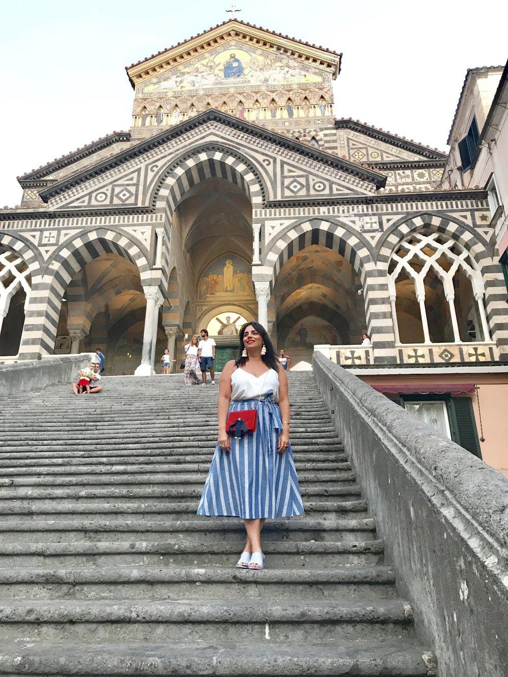 כיכר אמאלפי והקתדרלה המפורסמת (צילום: הגר טהר לב)