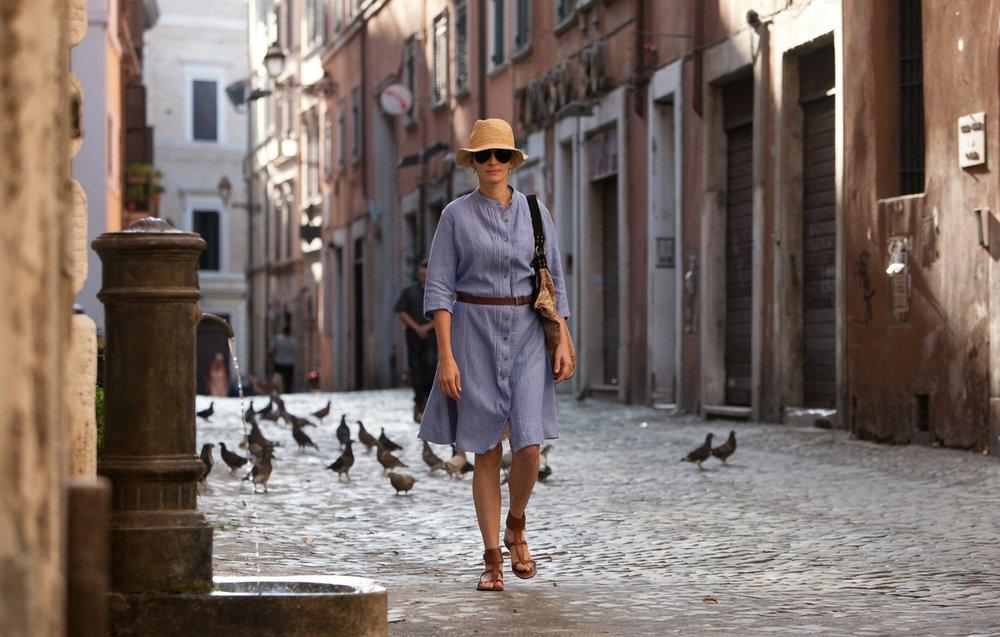 שמלת חובה בכל מלתחה. ג׳וליה רוברטס בסרט ״להתפלל, לאכול, לאהוב״ (צילום: באדיבות yes)