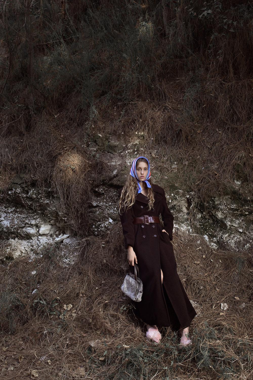 נעליים: אלדו, מטפחת וחגורה: זארה, מעיל ותיק: אוסף פרטי