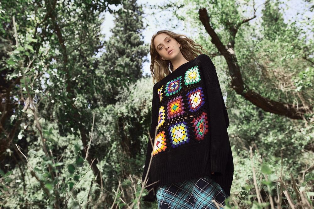 סוודר: זארה, חצאית: ויצ״ו