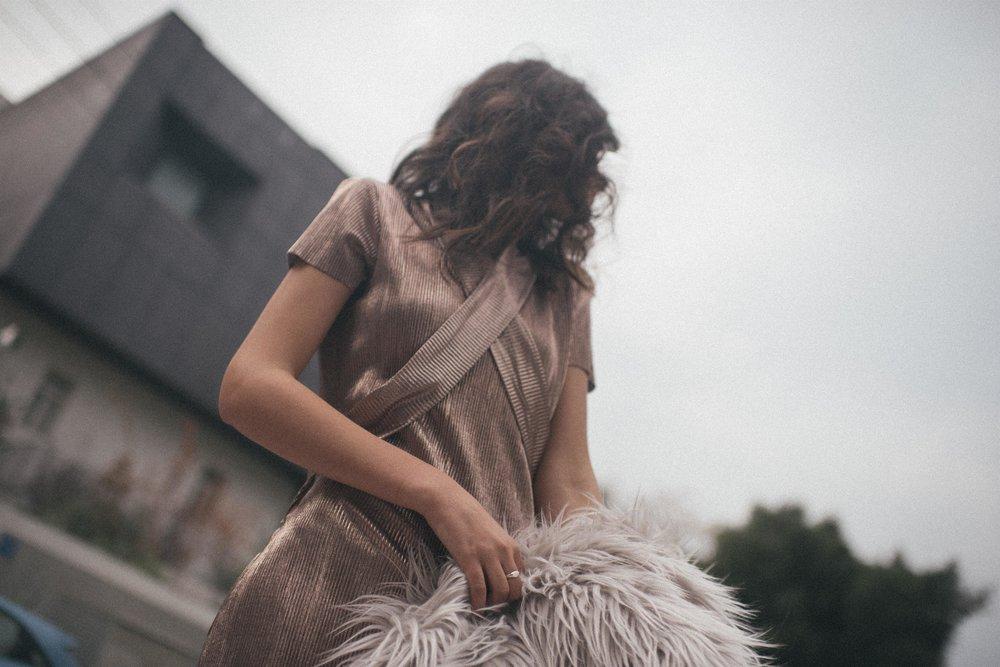 שמלה חגית טסה מעיל פרווה