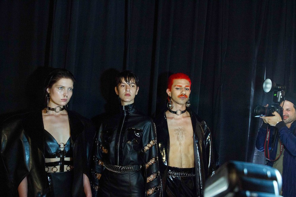 ״מופע שנות ה-70׳״ אלון ליבנה  מחזיר אותנו לסצינת הגייז של שנות ה 70׳ עם תצוגה בעלת מאפייניסאדו-מאזו, שיער אדום, צהוב, ושפמים
