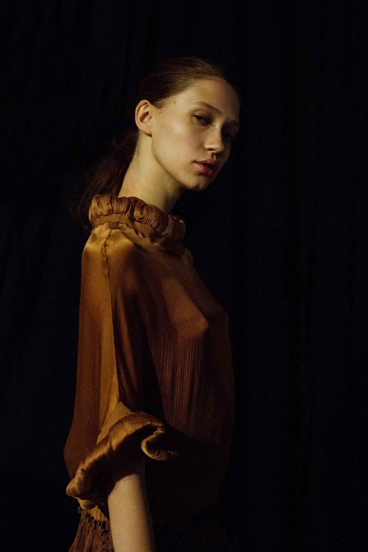 ״נערה עם עגיל פנינה״רגעאומנותי לפני  ויוי בלאיש .לנו התמונה מזכירה את היצירה ״נערה עם עגיל פנינה״ של  יאן ורמיר