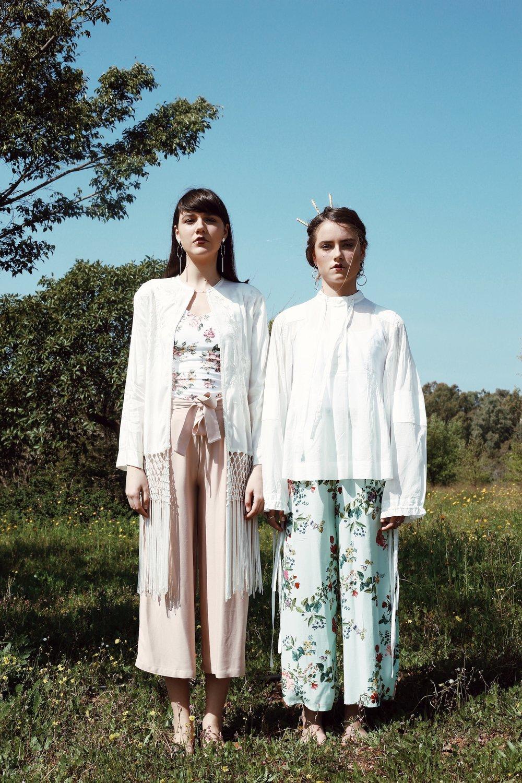 ״בדי משי פרחוניים״  מימין: חולצה 2018 H&M Studio collection.מכנסיים:BERSHKA.  עגילים: קסטרו