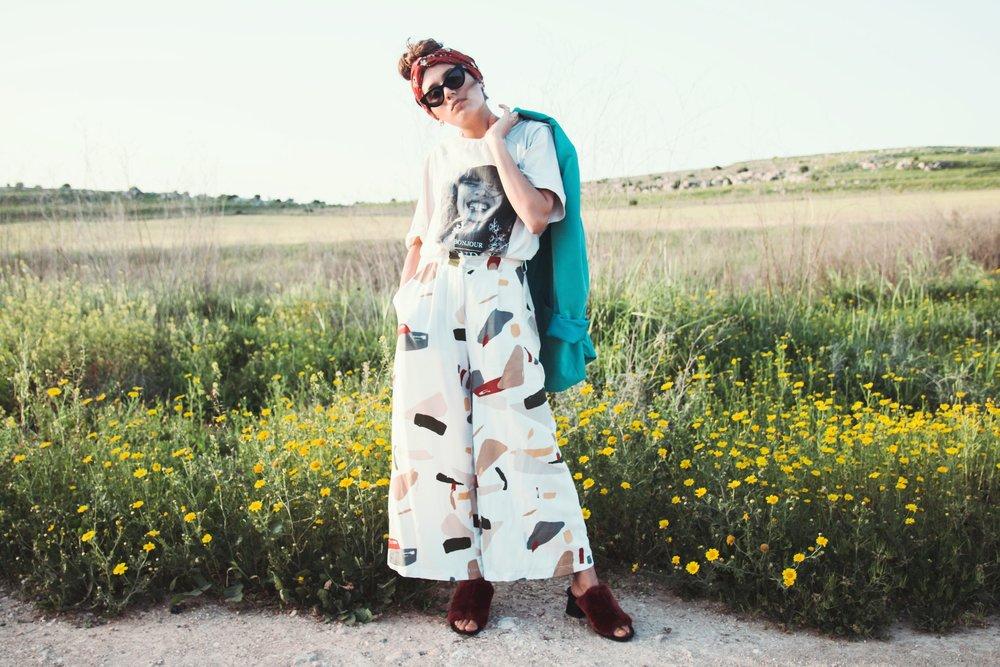 בלייזר - וינטג׳, חולצה, נעליים וסרט ראש - זארה, מכנסיים -סטורי, משקפי שמש – vintage original