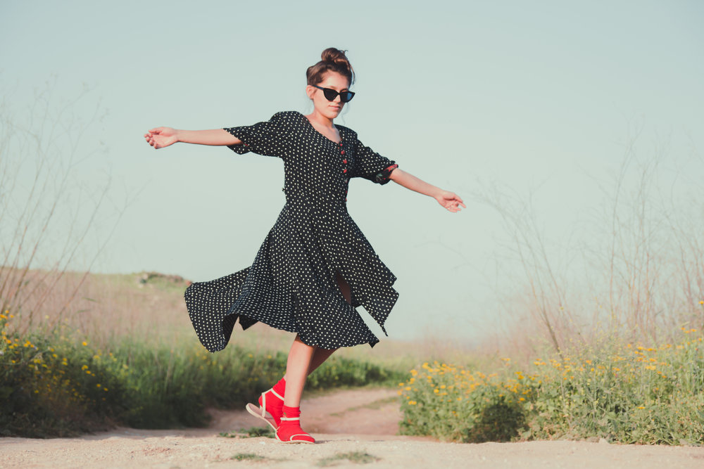 שמלה - וינטג׳, נעליים - asos, גרביים – johnsnon, משקפי שמש – vintage original