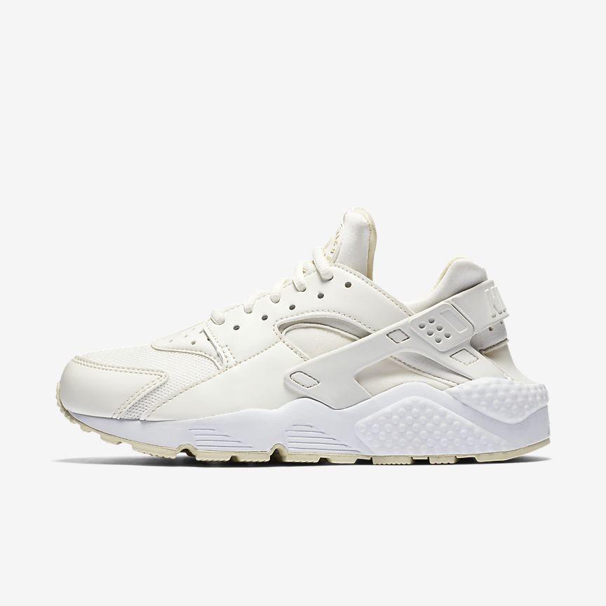 Nike Air Huarache - הנעל הטרנדית של העונה או בשמה ה״Ugly Sneakers״ עיצוב המושפע מבתי האופנה הגדולים העולם, מתרחבת עם מידת הרגל, נעל ריצה, במבצע משתתפים גווני השנהב וירוק זית.מחיר: 378.90₪ (במקום 549₪)