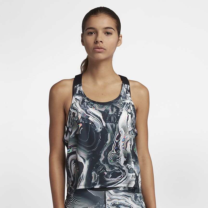 Nike Pro - גופיית אימונים מעוצבת במראה שיש יוקרתי, מגיעה בגווני שחור לבן מולטי, ושחור כתום מולטי.מחיר: 88.90₪ (במקום 134.90₪)מידות: XS-XL
