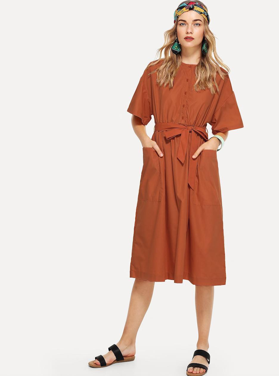 שמלת כותנה בגוון אדמה פרקטית ונוחה