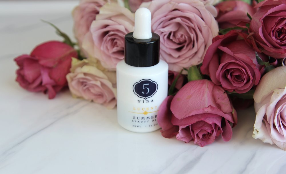 5YINA Lucent Summer Facial Oil contains Camellia Oleifera as one of the formulation's base oils.