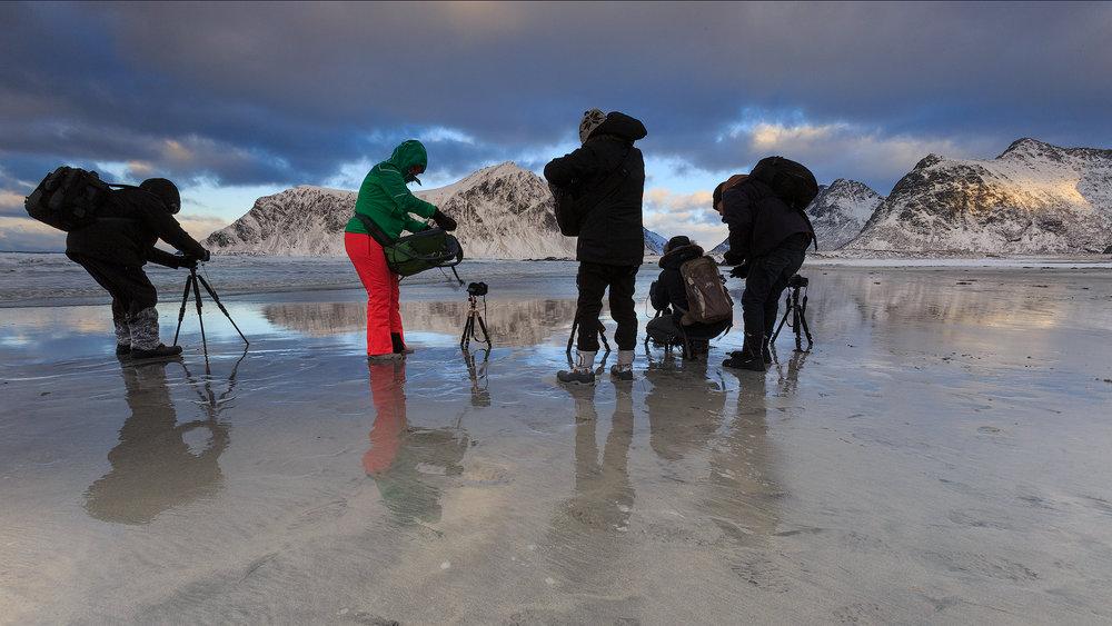 In groep op het strand van Skagsanden