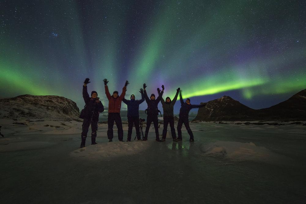 In groep onder het noorderlicht