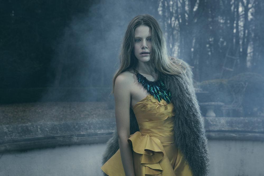 Anatol de cap rouge - crumbling - girl in yellow dress 2