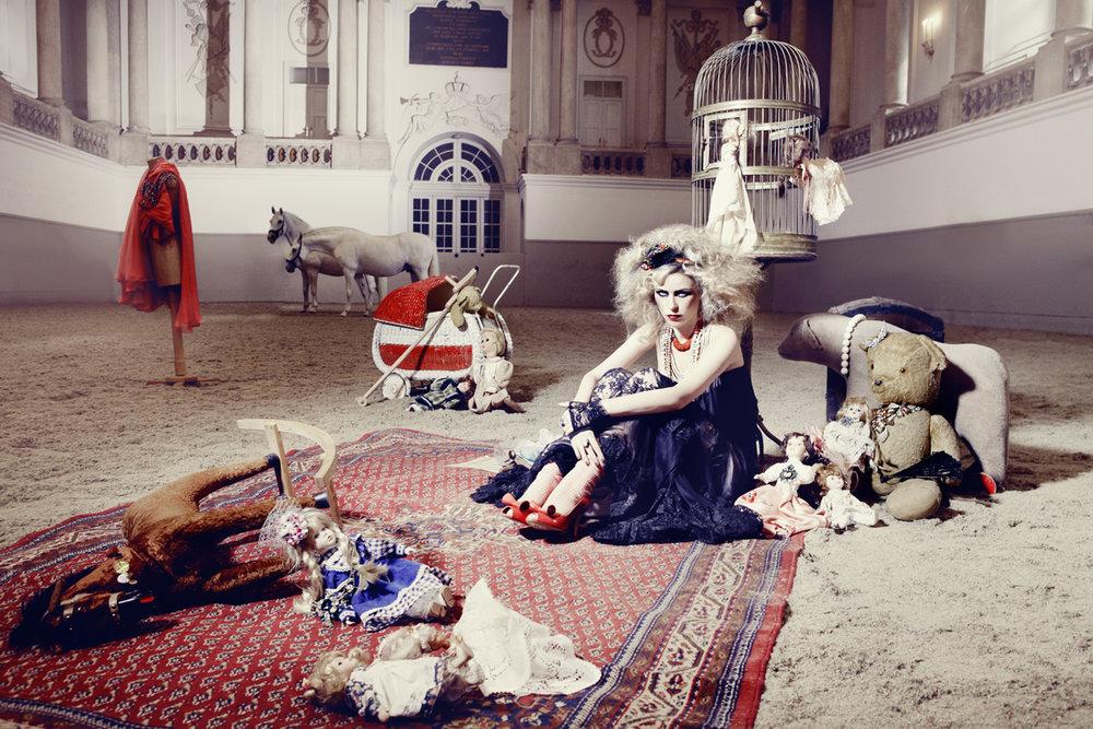 Anatol de cap Rouge - Chaplin - girl in blue dress