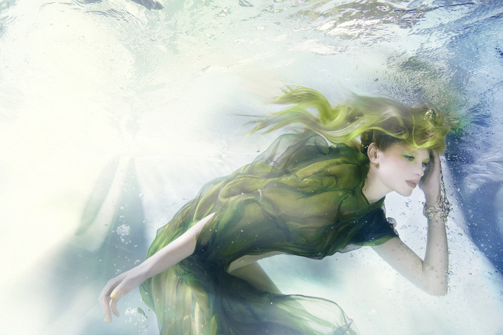 Susanne Stemmer underwater girl in green