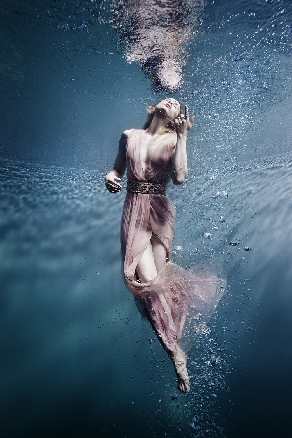 Susanne Stemmer girl in pink dress underwater floating to the surface