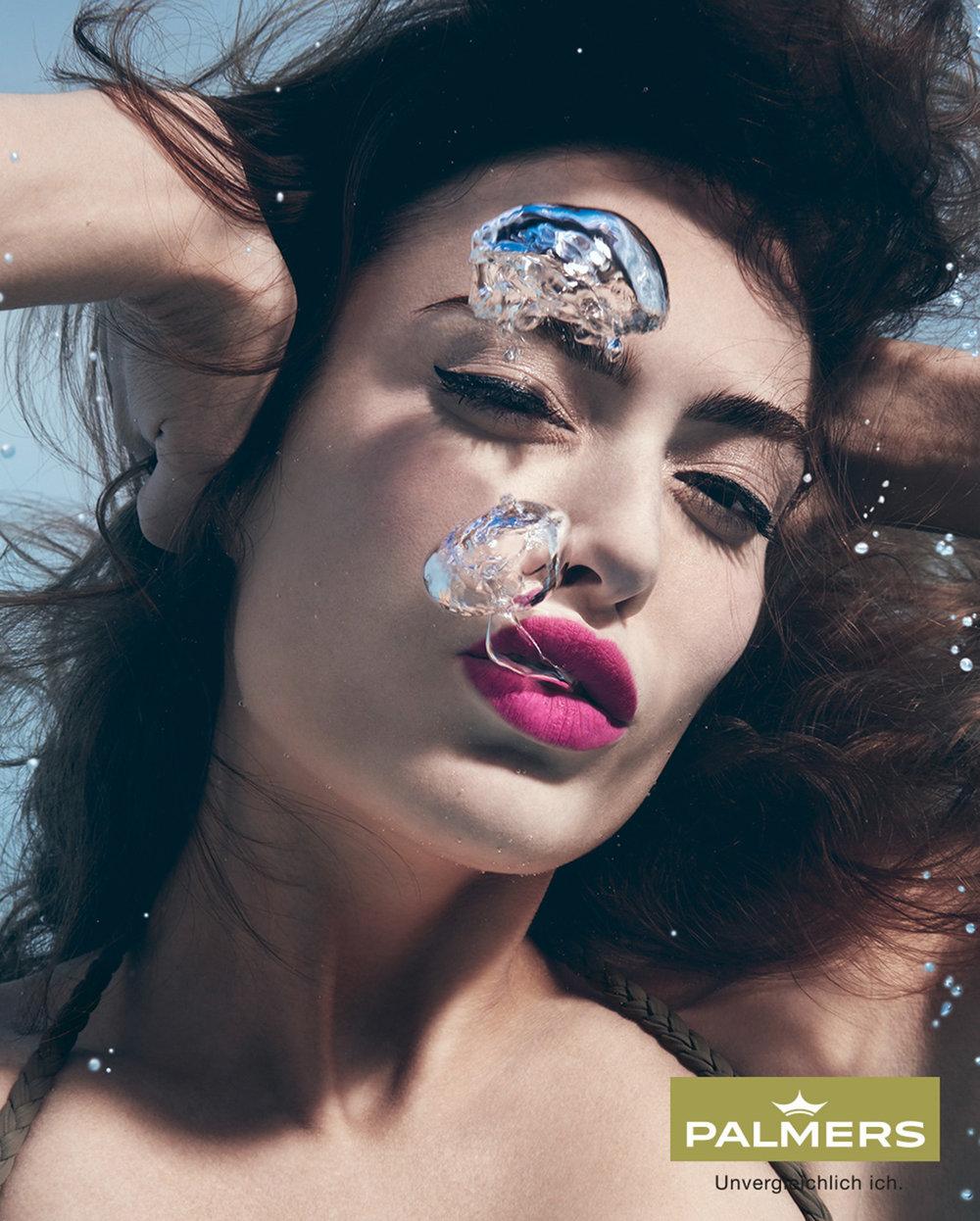 Susanne Stemmer portrait withpink lipstick underwater