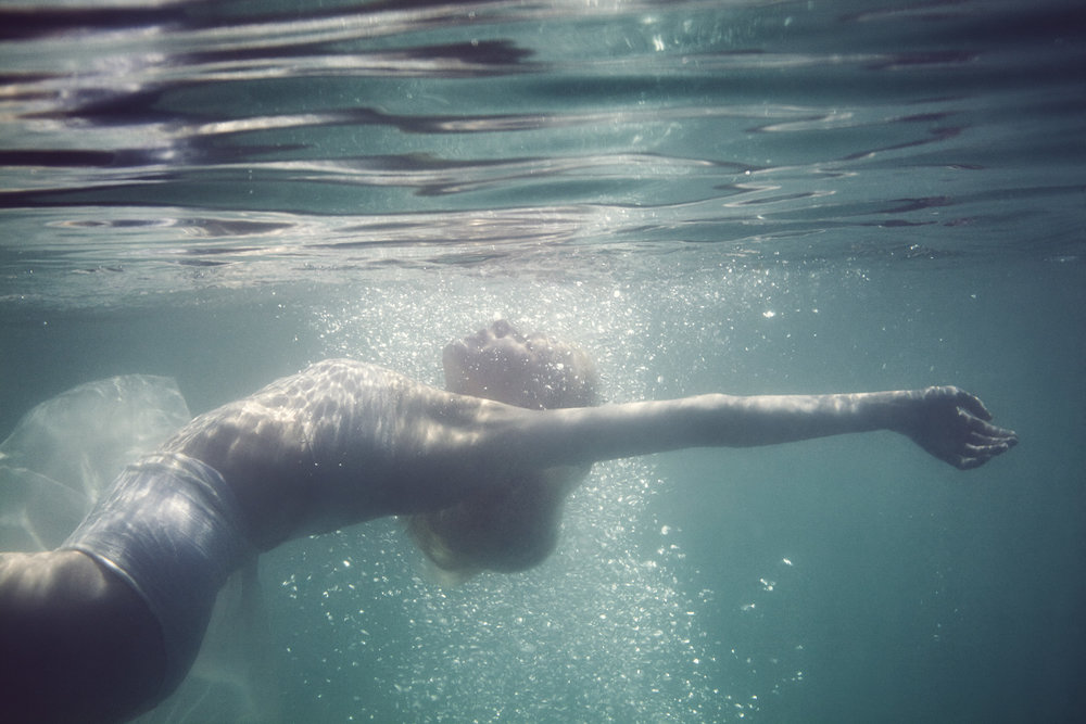 Susanne Stemmer underwater girl floating