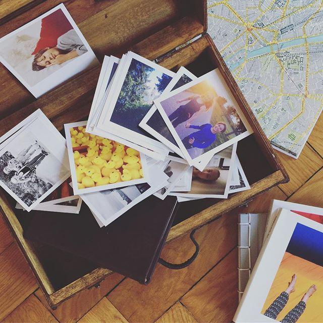Una valigetta piena di ricordi 😍 #ricordi #ricordidifamiglia #valigia #valigetta #memories #prints #stampe #pretty #squareprints #vintage #stampaletuefoto #moments