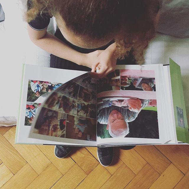 Le persone care continuano a vivere nei nostri ricordi e i nostri ricordi continuano a vivere grazie alle fotografie stampate. Avete messo al sicuro i vostri ricordi digitali? #fotolibro #ricordidifamiglia #photobook #ricordi #ricordare #stampaletuefoto