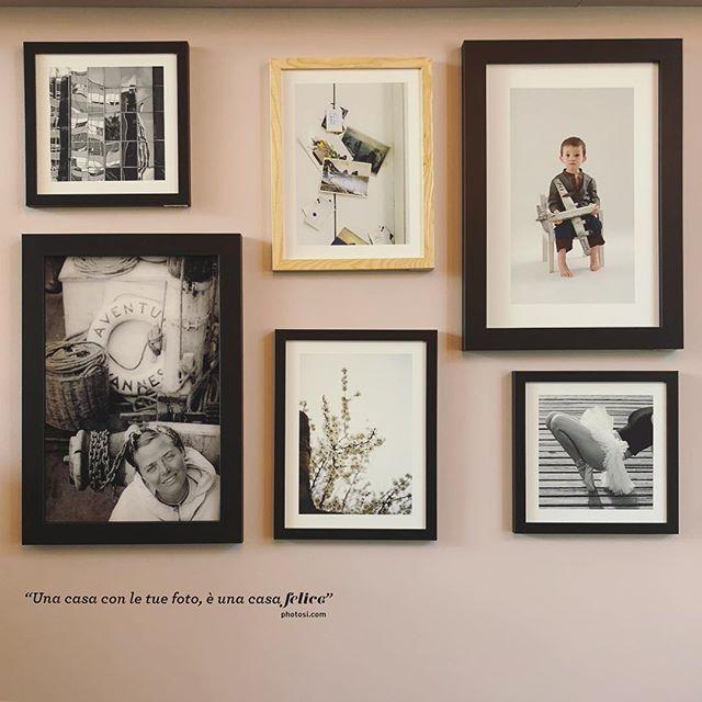 """""""Una casa con le tue foto è una casa felice""""... come non essere d'accordo! Gallery wall di @casafacile visto alla settimana del design di Milano #gallerywall #ricordidifamiglia #casafacile #stampe #fotografie #ricordi #memories"""