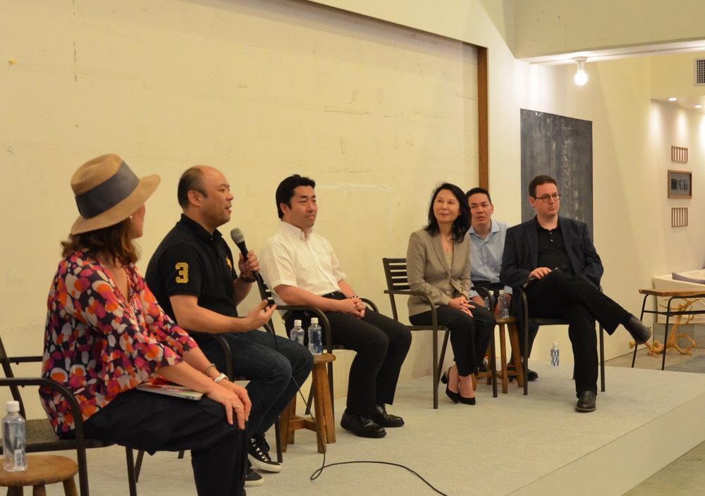 パネルディスカッションの様子:パネリスト右からベンネルソン氏、渡邊奈々氏、日野田直彦氏、孫泰蔵氏