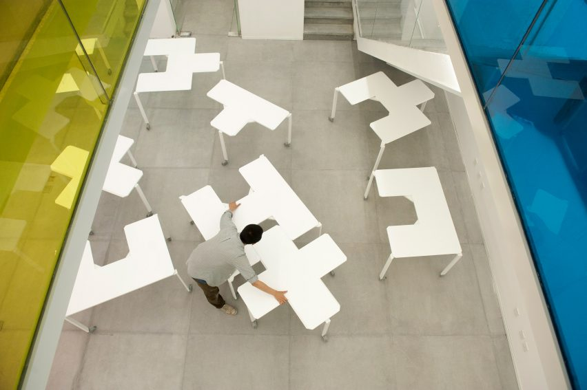 tetris-table-peoples-industrial-design-office-furniture-tables-modular_dezeen_2364_col_6-852x567.jpg