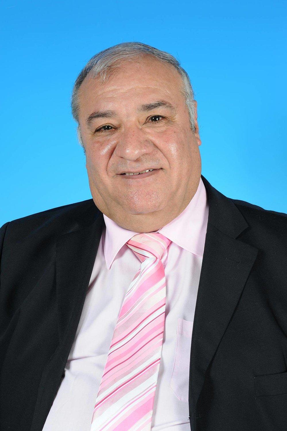 Councillor Ron Furolo - photo courtesy of Posers Photographic