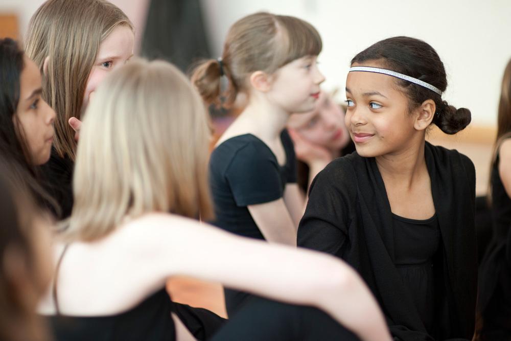 Mädchen in Tanzstudio - Jazztanz Outfit