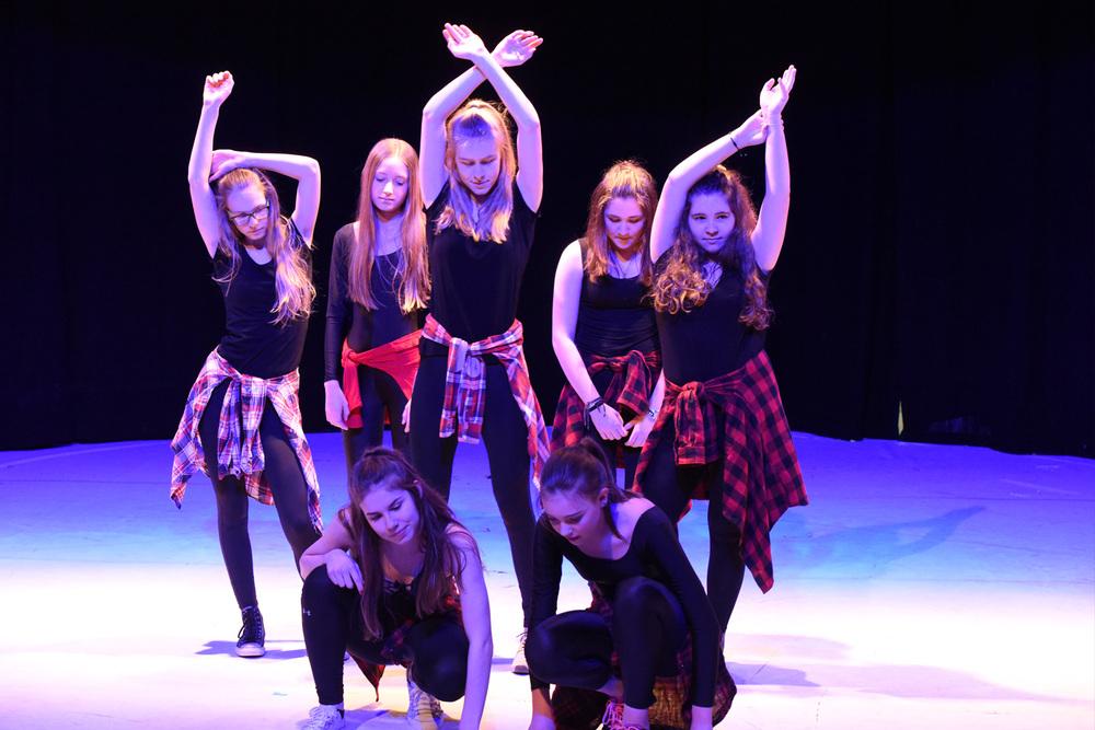 Jugendliche Mädchen Bühne Strettdance