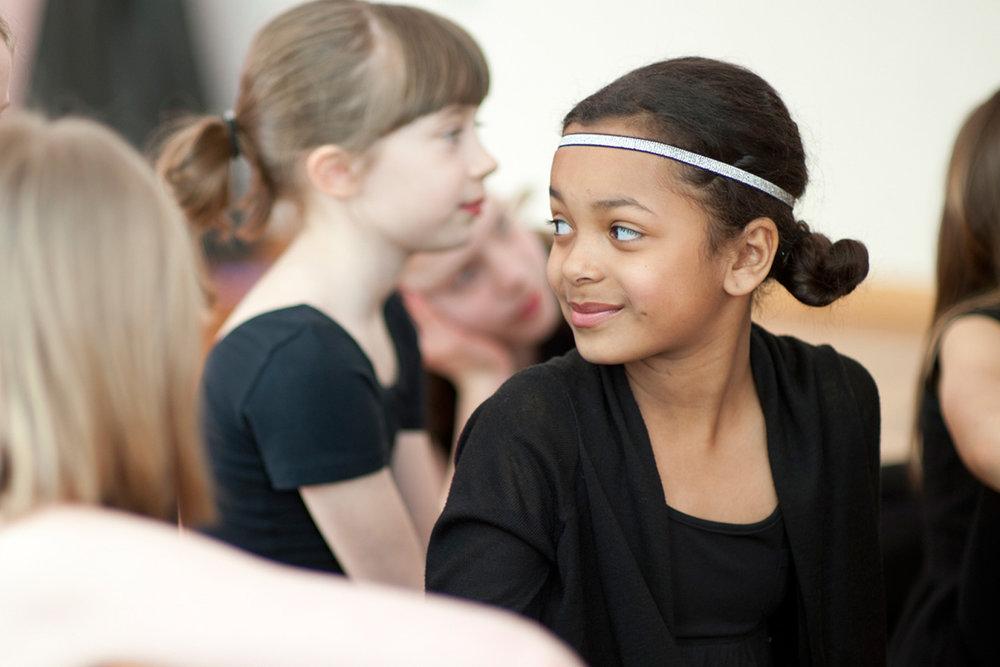 10 jährige Mädchen im Jazztanzunterricht