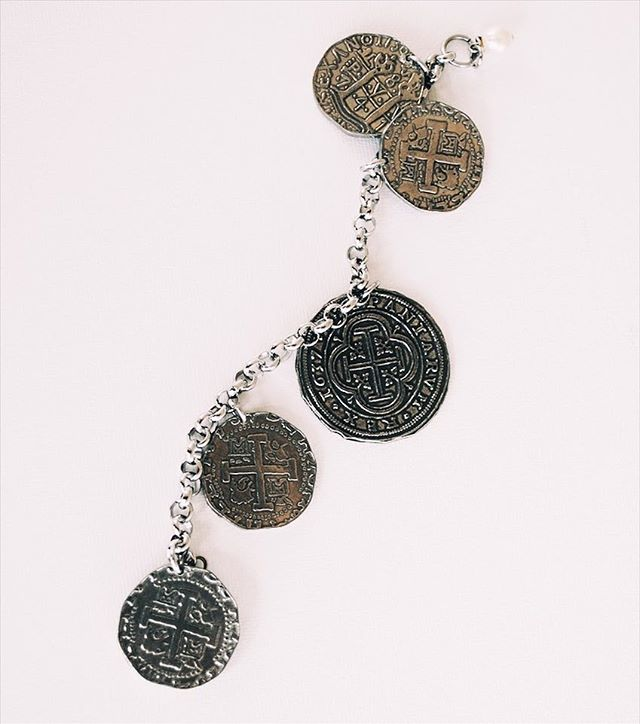 •••Ancient coins bracelet••• Come check it out ———  42.00$ . . . 📍 www.chamel.ca Link in bio ⚪️⚪️⚪️