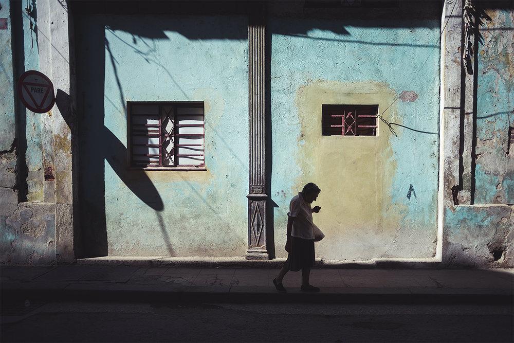 Walking shades in Havana's Street