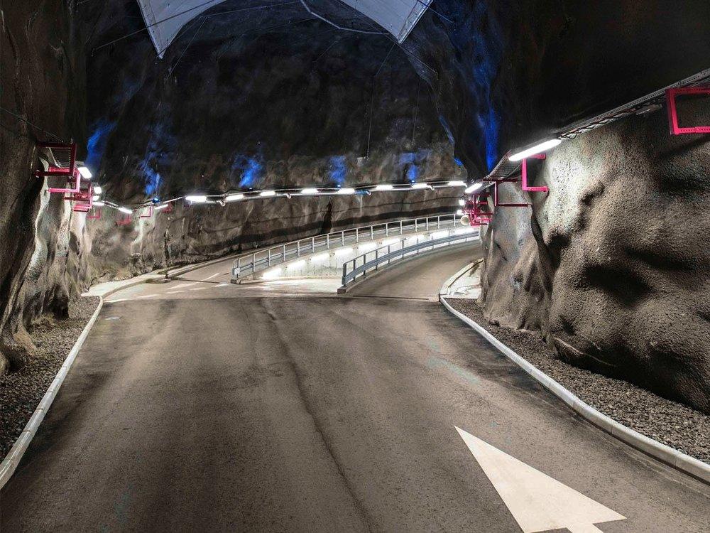 Bergrumsgaraget - Tillsammans med Parkando erbjuder vi boende på Liljeholmskajen att hyra VW eGolf via vår mobila plattform.