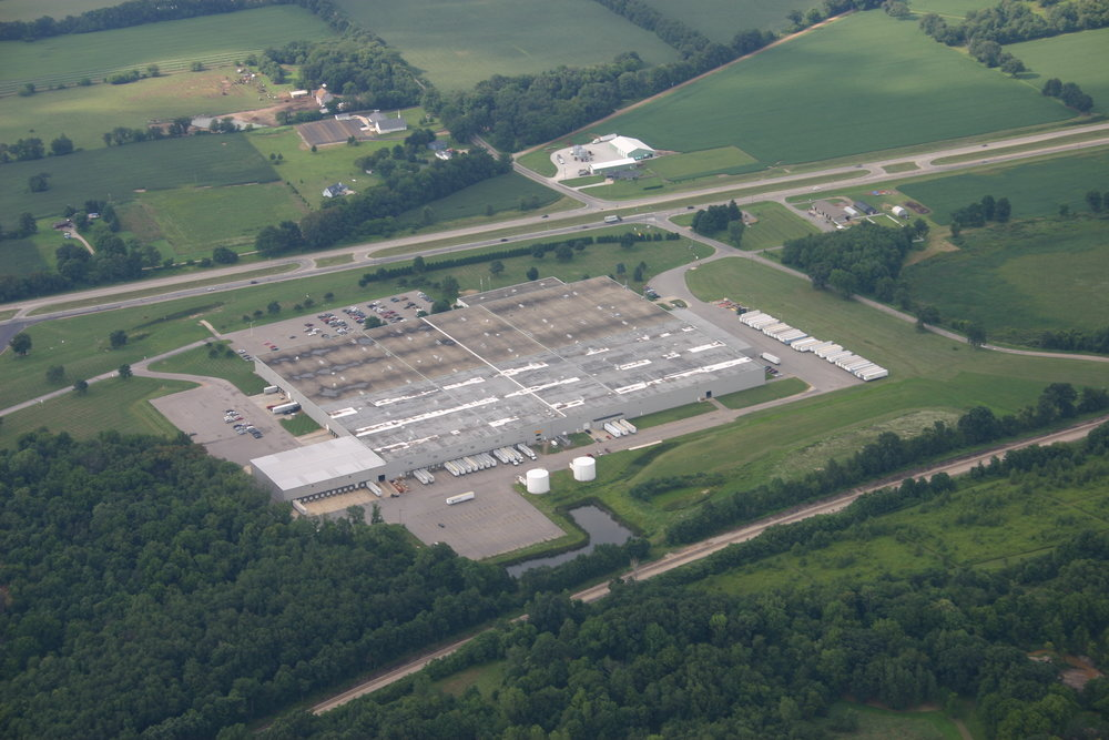 Aerial view of 2121 Chicago Road in Niles. The facility has 84 docks and 6 grade-level overhead doors.
