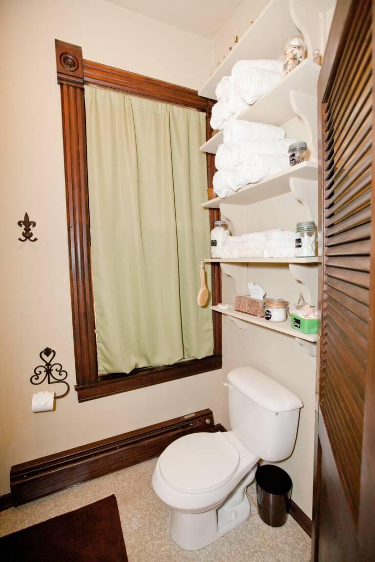 Main bath in Trudy Suite
