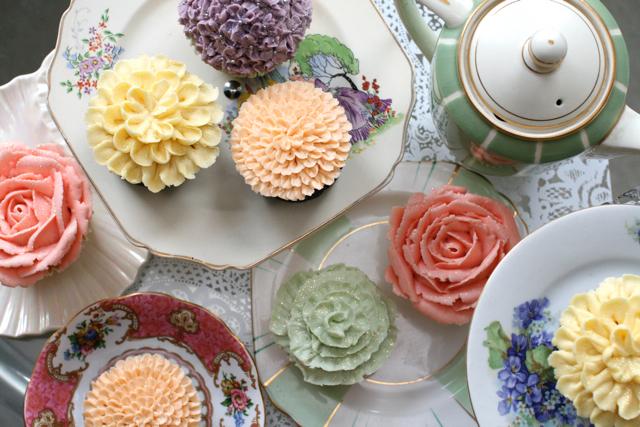 wedding cupcakes101.jpg