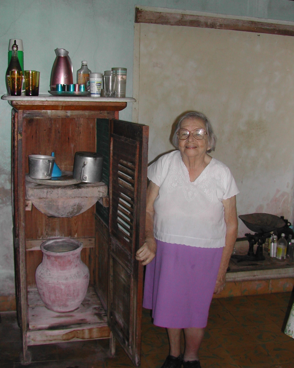 Invited inside in Cuba 2, 2003