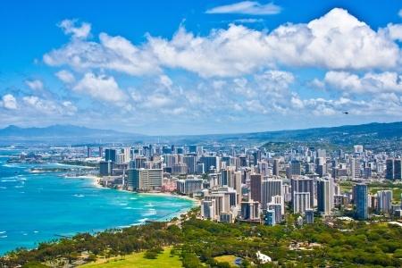 Wakiki Beach in Honolulu is a scenic 30 minute drive from Kailua.