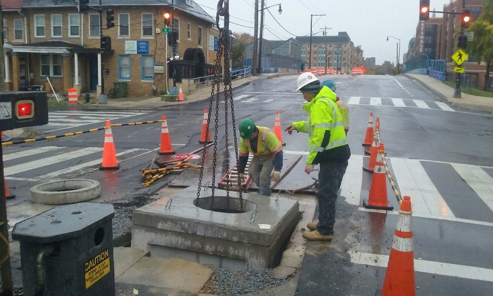 Manhole installation at 9th & Monroe