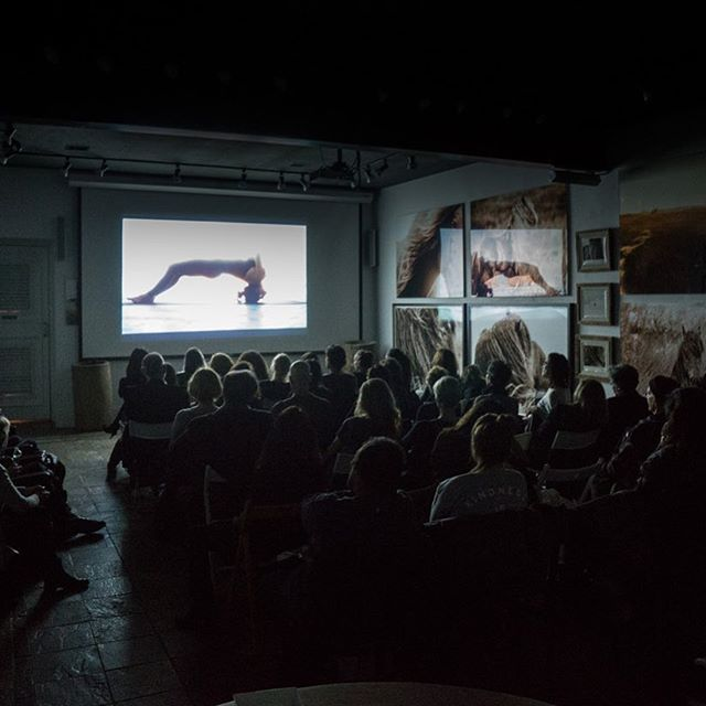 ON YOGA The Architecture of Peace 💫 @onyogafilm 🕉 Screening in NYC of this incredible film by director @heitordhalia based on the book of the same name by Michael O'Neill @michaeloneillphoto @ursofilmes @paranoid_br @dutesco  At The Wild Horses of Sable Island Gallery 🙏🏻❤️🐎⭐️🌸🤸🏼‍♀️ Buy or rent the film on @Amazon #yogaeverydamnday #magic #inspiration #breath #meditation #onyogafilm #joy
