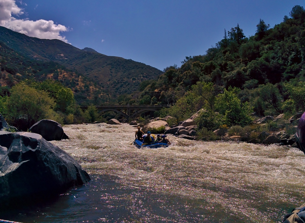 A group of rafters takes on Pumpkin Hollow on the Gateway section of the Kaweah River