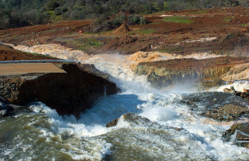 Oroville Dam Emergency Spillway Discharge